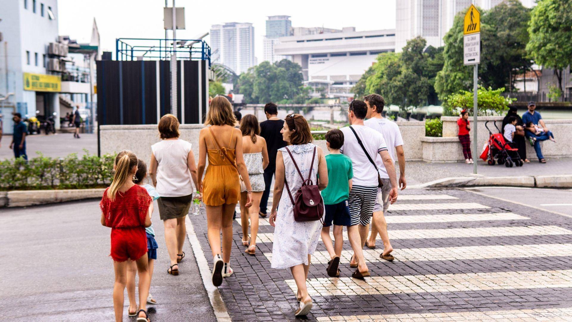 Specialövervakar trafiken vid skolor
